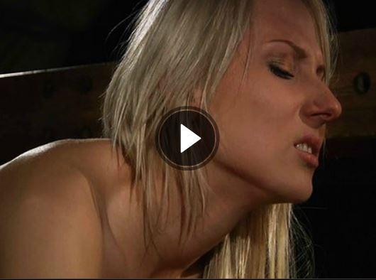 blonde-schlampe-beim-fetisch-sex
